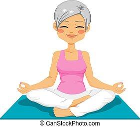 Senior Frau Yoga.