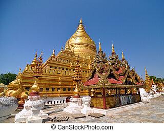 Shwezigon paya pagoda, Wahrzeichen in Bagan.