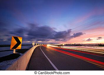 Straßen in der Nacht.