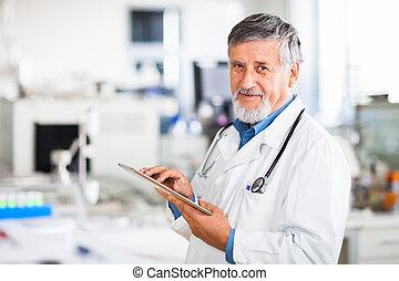 tablette, doktor, seine, verwenden computers, älter, arbeit