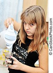Teen Girl in der Küche