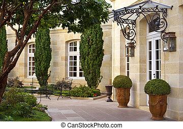 Terrasse einer französischen Villa.