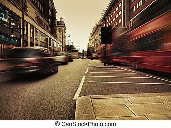 Tolles Bild, das den städtischen Verkehr präsentiert.