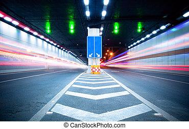 Tunnel und Auto