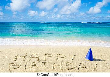 """Unterschreiben Sie """"Happy Birthday"""" am Sandstrand."""
