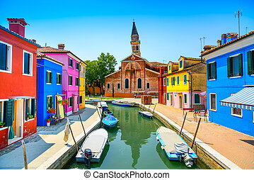 Venedig, Burano-Inselkanal, bunte Häuser, Kirche und Boote, Italien