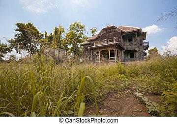 Verlassenes altes Haus.