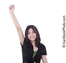 Vertrauenswürdiges junges Mädchen mit einem Arm in Erfolg.