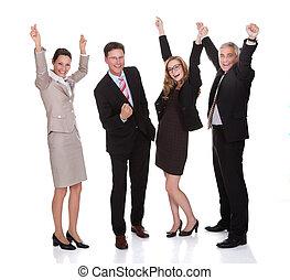 Vier Geschäftsleute feiern.