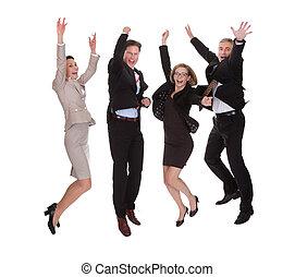 Vier Geschäftspartner springen vor Freude.