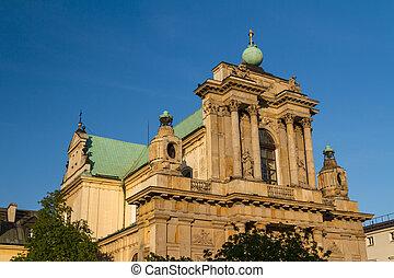 Warschau, poland - Carmelitkirche in der berühmten krakowskie Prämmerungsstraße. Neoklassische Architektur.