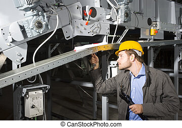 Wartungstechniker bei der Arbeit
