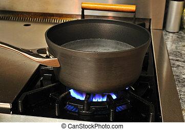 Wasser kochen.