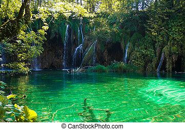 Wasserfälle an den Seen