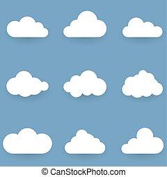 Weiße Wolkenformen, isoliert auf blauem Hintergrund.