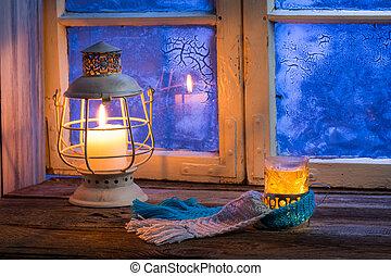 Winterabend nur mit heißem Tee.