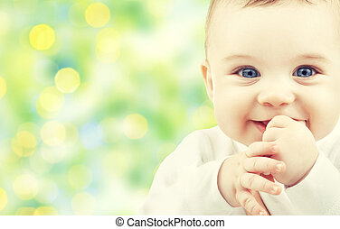 Wunderschönes, glückliches Baby.