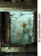 Zombies vor einem Fenster