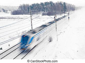 Zug im Schnee.