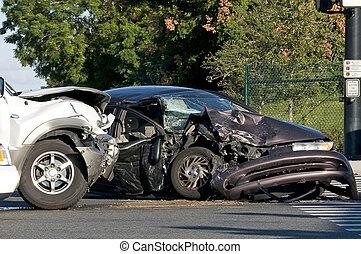 Zwei Fahrzeugunfall an einer belebten Kreuzung